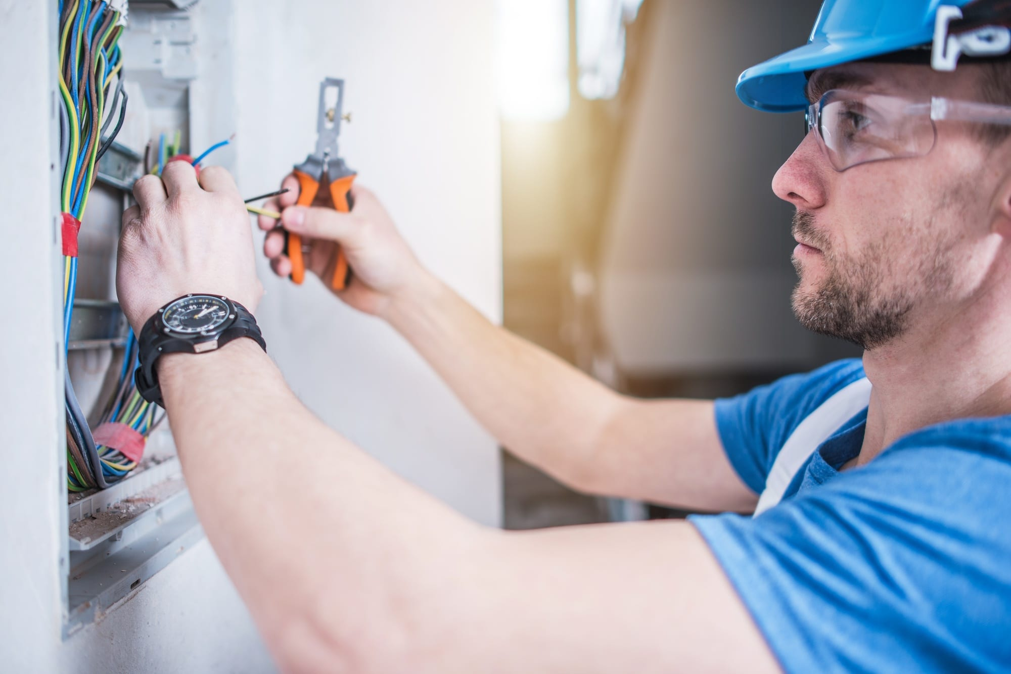 Signs It Is Time To Hire a Residential Electrician